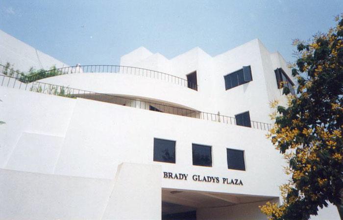 Brady Gladys Plaza
